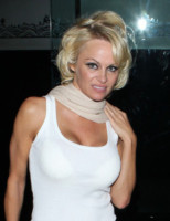 Pamela Anderson - Hollywood - 09-01-2015 -  Halle Berry in topless, e voi glielo portereste uno snack?