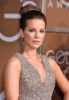 Kate Beckinsale - Beverly Hills - 11-01-2015 - Cosa ti metti in testa per le feste? Prova con la treccia...