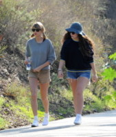 Lorde, Taylor Swift - Beverly Hills - 13-01-2015 - Troppi bagordi a Natale? Rimettiti in forma con l'hiking!