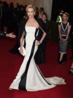 Charlize Theron - New York - 05-05-2014 - Bianco e nero: un classico sul tappeto rosso!