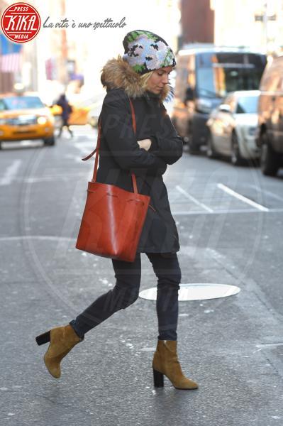 Sienna Miller - New York - 13-01-2015 - Paillettes, spalline, loghi in vista: bentornati anni '80!