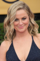 Amy Poehler - Los Angeles - 22-01-2015 - Frangetta addio, i capelli si portano con la riga di lato!
