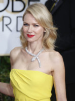Naomi Watts - Los Angeles - 11-01-2015 - Frangetta addio, i capelli si portano con la riga di lato!