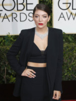 Lorde - Los Angeles - 11-01-2015 - Frangetta addio, i capelli si portano con la riga di lato!
