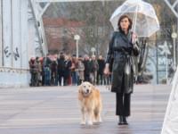 Ines de la Fressange - Parigi - 30-01-2015 - Star come noi: la pioggia non guarda in faccia a nessuno