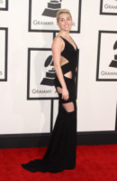 Miley Cyrus - Los Angeles - 08-02-2015 - Grammy Awards 2015: Madonna alza la gonna