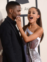 Ariana Grande - Los Angeles - 09-02-2015 - Grammy Awards 2015: Madonna alza la gonna