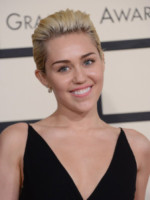 Miley Cyrus - Los Angeles - 09-02-2015 - Grammy Awards 2015: Madonna alza la gonna
