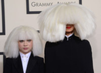 Maddie Ziegler, Sia - Los Angeles - 09-02-2015 - Grammy Awards 2015: Madonna alza la gonna