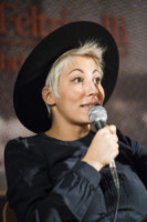 Malika Ayane - Milano - 17-02-2015 - Marilyn Style: biondo platino, il colore delle dive