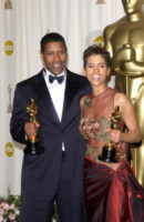 Halle Berry - Hollywood - 24-03-2002 - Oscar: ricordiamo i momenti indimenticabili
