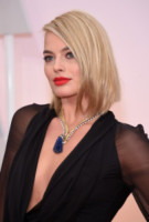 Margot Robbie - Hollywood - 22-02-2015 - Oscar 2015: le dive scelgono gioielli preziosi e… vistosi!
