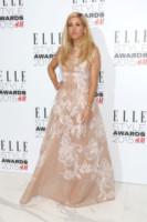 Ellie Goulding - Londra - 24-02-2015 - Per essere chic, basta un velo di cipria… indosso!