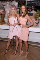 Elsa Hosk, Alessandra Ambrosio - Manhattan - 25-02-2015 - Le celebrity? Tutte romantiche belle in rosa!