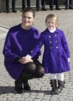 Principessa Estelle di Svezia, Principessa Vittoria di Svezia - Stoccolma - 12-03-2015 - Victoria ed Estelle di Svezia: l'outfit è sempre coordinato!