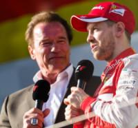 Sebasian Vettel, Arnold Schwarzenegger - Melbourne - 15-03-2015 - F1: Hamilton e Rosberg trionfano in Australia, Vettel terzo