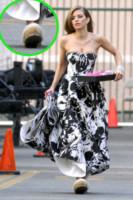 AnnaLynne McCord - Los Angeles - 16-01-2013 - Celebrity con i piedi per terra: W le pantofole!