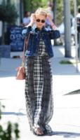 Dianna Agron - Los Angeles - 23-04-2014 - Un classico che ritorna: il giubbotto di jeans