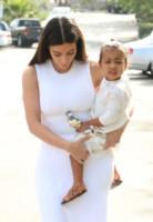 North West, Kim Kardashian - Woodland Hills - 05-04-2015 - Pasquetta in bianco per il clan Kardashian