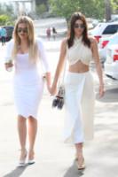 Kendall Jenner, Khloe Kardashian - Woodland Hills - 05-04-2015 - In primavera ed estate, le celebrity vanno in bianco!