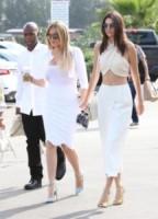 Corey Gamble, Kendall Jenner, Khloe Kardashian - Woodland Hills - 05-04-2015 - Pasquetta in bianco per il clan Kardashian
