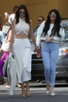 Kardashian, Kendall Jenner, Kylie Jenner - Los Angeles - 05-04-2015 - Pasquetta in bianco per il clan Kardashian