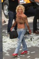 Britney Spears - Los Angeles - 10-04-2015 - Bende, cerotti, gessi, la dura vita della star