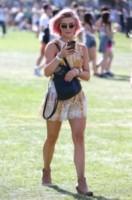 Julianne Hough - Los Angeles - 11-04-2015 - Coachella 2015, macchina del tempo fashion in stile hippie