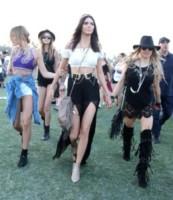 Hailey Rhode Baldwin, Kendall Jenner - Indio - 11-04-2015 - Coachella 2015, macchina del tempo fashion in stile hippie