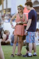 Nolan Gould, Sarah Hyland - New Orleans - 11-04-2015 - Coachella 2015, macchina del tempo fashion in stile hippie