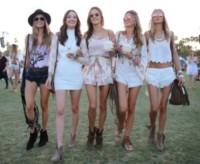 Alessandra Ambrosio - Los Angeles - 13-04-2015 - Coachella 2015, macchina del tempo fashion in stile hippie