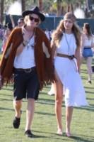 Gigi Hadid, Cody Simpson - Los Angeles - 13-04-2015 - Coachella 2015, macchina del tempo fashion in stile hippie
