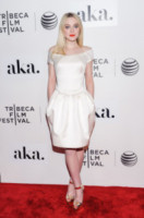 Dakota Fanning - New York - 18-04-2015 - In primavera ed estate, le celebrity vanno in bianco!