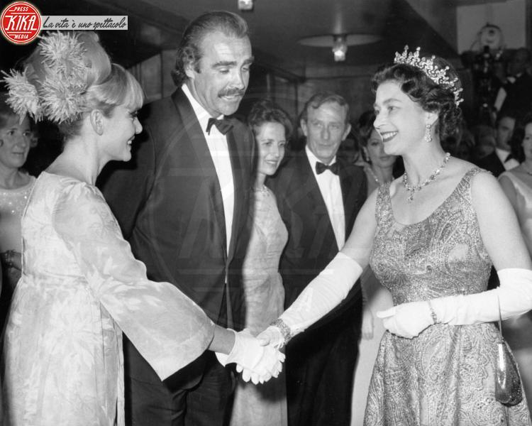 Regina Elisabetta II, Sean Connery - Londra - 12-06-1967 - Dio salvi la regina: Elisabetta II compie 89 anni