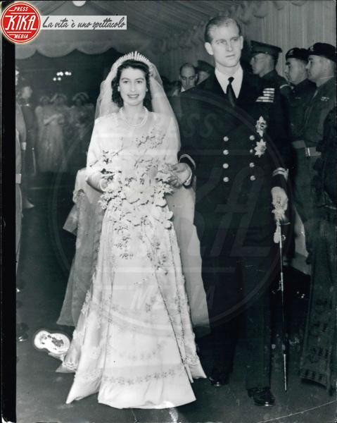 Regina Elisabetta II, Principe Filippo Duca di Edimburgo - 11-11-1947 - Da Kate a Lady D, gli abiti da sposa Windsor più belli