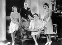 Giorgio VI, principessa Margaret, Elizabeth Bowes-Lyon, Regina Elisabetta II - Londra - 01-01-1947 - Dio salvi la regina: Elisabetta II compie 63 anni di regno