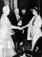 Lady Churchill, Winston Churchill, Regina Elisabetta II - Londra - 05-04-1955 - Kate Middleton alla cena di stato con la tiara di Lady Diana