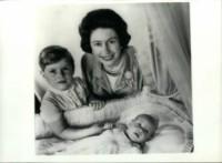 Principe Edoardo, Principe Andrea Duca di York, Regina Elisabetta II - 06-06-1964 - Dio salvi la regina: Elisabetta II compie 89 anni
