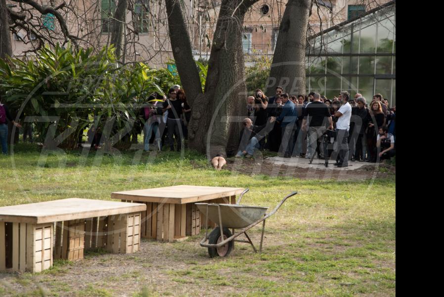 Regina Josè Galindo - Palermo - 23-04-2015 - Raìces: l'uomo come gli alberi affonda le radici a terra