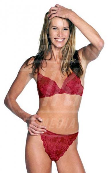 Elle Macpherson - 20-09-2001 - Elle MacPherson compie 54 anni ma il tempo per lei si è fermato