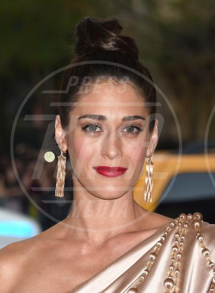 Lizzy Caplan - New York - 04-05-2015 - Met Gala 2015: il red carpet più glamour dell'anno