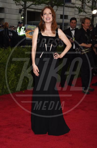 Julianne Moore - New York - 04-05-2015 - Met Gala 2015: il red carpet più glamour dell'anno