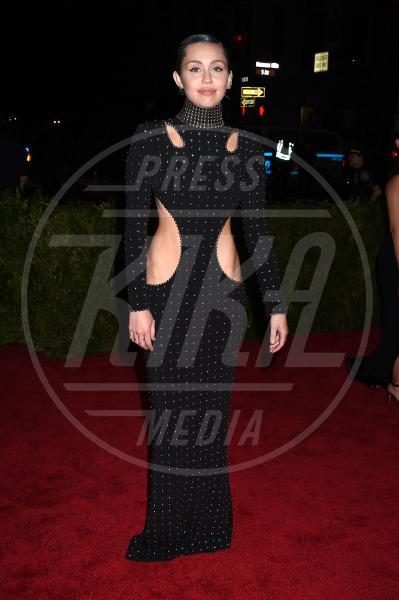 Miley Cyrus - New York - 04-05-2015 - Met Gala 2015: Vade retro abito! Le star scelgono il nude look