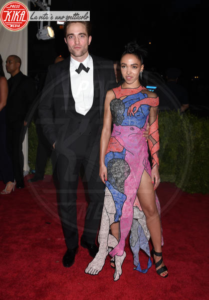 FKA Twigs, Robert Pattinson - New York - 04-05-2015 - Twilight saga, nuovo libro, ruoli invertiti