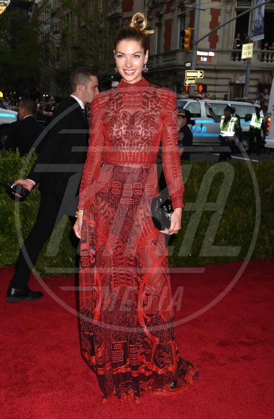 Jessica Hart - New York - 04-05-2015 - Met Gala 2015: il red carpet più glamour dell'anno