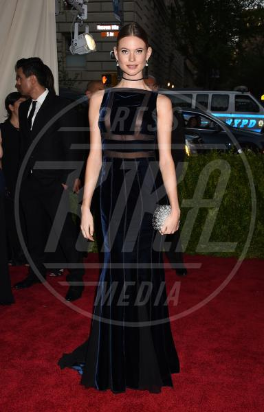 Behati Prinsloo - New York - 04-05-2015 - Met Gala 2015: il red carpet più glamour dell'anno