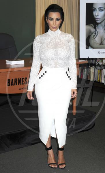 Kim Kardashian - New York - 05-05-2015 - In primavera ed estate, le celebrity vanno in bianco!