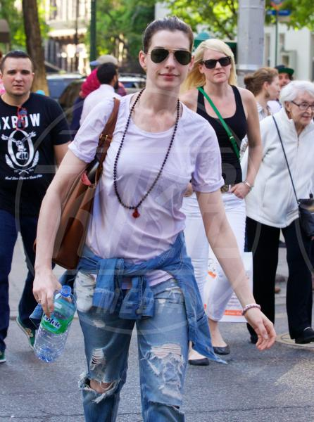 Anne Hathaway - New York - 09-05-2015 - Ecco le celebrity che fanno uno strappo alla regola… dei jeans