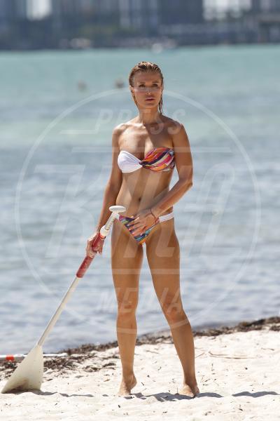 Joanna Krupa - Miami - 08-05-2015 - Joanna Krupa: il paddle surfing si fa sexy