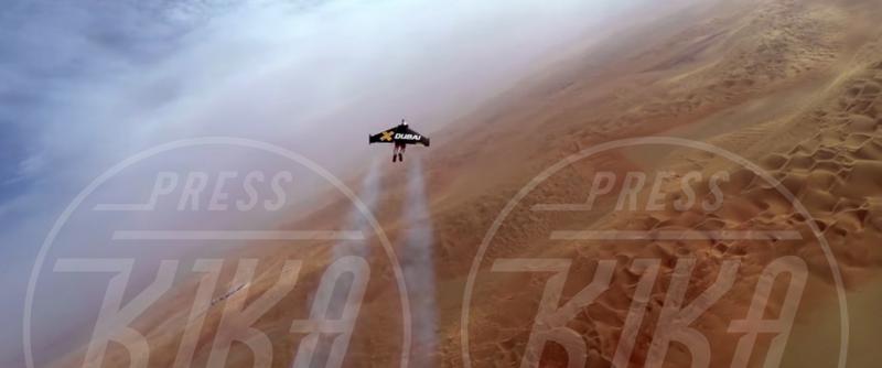 Yves Rossy - Dubai - 13-05-2015 - L'uomo può volare, parola di Yves Rossy e Vince Reffet